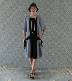 Fun grey and black flapper dress with side bows, flapper dress, Great Gatsby dress, art deco d - Kleine Geschenke Fisher, Day Dresses, Dresses For Work, Dresses With Sleeves, Long Dresses, Wedding Dresses, Black Flapper Dress, 1920s Dress, Dress Black