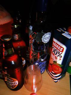 Lemonade Cocktail, Raspberry Lemonade, Fake Instagram, Sour Gummy Worms, Original Iphone Wallpaper, Dr Pepper Can, Yummy Drinks, Vodka Bottle, Snapchat Ideas