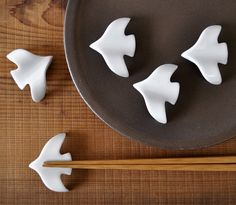 cute ceramic See author's posts Related Ceramic Spoons, Ceramic Birds, Ceramic Clay, Ceramic Pottery, Ceramic Animals, Diy Clay, Clay Crafts, Chopstick Rest, Chopstick Holder