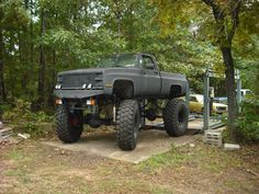lifted dodge truck   lifted truck tire