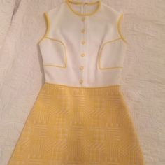 Vintage/ retro 50's dress Yellow and white adorable vintage dress from the 50's. Very charming. Fits a size 2/4. Comment if you have any questions. Will negotiate. Vintage Dresses