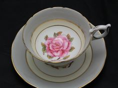 Coalport Tea cup and Saucer, Large Pink Rose Center Hunter Grey Pale Yellow Border Gold Trim, Romance Vintage Teacup – Vintage Teacups Vintage Dishes, Vintage Teacups, Vintage Kitchen, Antique Tea Sets, Vintage Coffee Cups, Vases Decor, Cup And Saucer, White Ceramics, Tea Cups