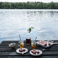 Preview for next weekend's blogpost. Last week we spend a day at the lake with our dear friend @ezgipolat and had a delicious glutenfree beetroot cake. Have a lovely day guys!