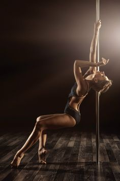 This looks like it would be really easy to pose with the aerial silks with a simple hand wrap. More core engagement for sure, though!