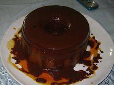 Flan de coñac con salsa de chocolate