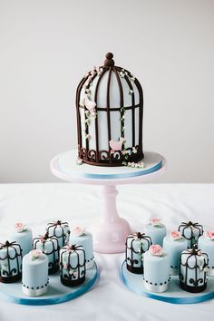 Little Cow Creative Cakes - Love Birds Wedding Cake