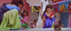 sonarika-bhadoria-indian-girl-making-rangoli