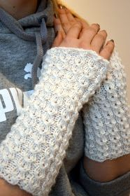 KARDEMUMMAN TALO: Opiskelijaneidon ranteenlämmittimet Fingerless Gloves, Arm Warmers, Mittens, Knitting, Crochet, Crafts, Diy, Villas, Fashion
