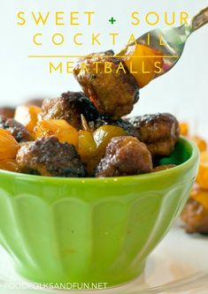 These Sweet and Sour Meatballs take the classic flavors of Sweet and Sour Pork and pack them into cocktail meatballs for an easy, crowd-pleasing appetizer. Best Appetizers, Appetizer Recipes, Christmas Appetizers, Easy Family Meals, Easy Meals, Cocktail Meatballs, Sweet And Sour Meatballs, Sour Cocktail, Dessert For Dinner