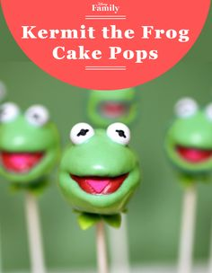 Cake pop Kermit the Frog is looking super cool, as he usually does. Pair these treats with the Miss Piggy cake pops and get your Muppets party off to a spectacular start!