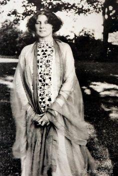 Emilie Flöge - Attersse 1874-1952 Austrian designer, fashion designer, and businesswoman. Life companion of painter, Gustav Klimt