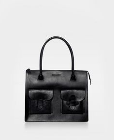 The iconic DECADENT Working Bag in color black. The bag is in beautiful core leather. It has no lining or pockets inside and the bag is closed with a zipper. This bag has two pockets in the front, which close with a leather flap. Natural Leather, Smooth Leather, Leather Work Bag, Work Bags, Online Bags, Purses And Bags, My Style, Black, Copenhagen