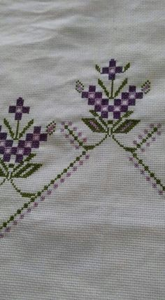 This Pin was discovered by Bah Embroidery Stitches, Diy Home Decor, Stuff To Do, Diy And Crafts, Cross Stitch, Armin, Blog, Decor Ideas, Design
