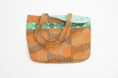 """""""Basic Tote Bag"""" Free Tote Bag Pattern designed by & from Singer"""