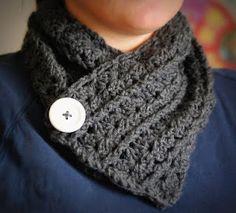 24 Ideas crochet cowl free pattern neck warmer yarns for 2019 Crochet Cowel, Crochet Cowl Free Pattern, Crochet Buttons, Crochet Scarves, Free Crochet, Knitting Patterns, Crochet Patterns, Cowl Patterns, Short Scarves