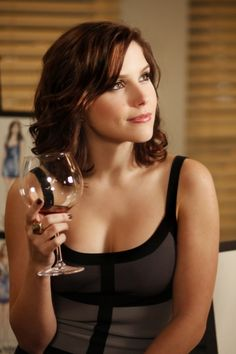 Sophia Bush - I love her hair here! (she's playing Brooke Davis on One Tree Hill)