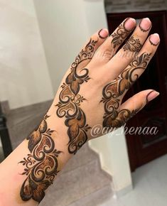 Mehndi Designs: Simple And Easy Henna Henna Tattoo Designs Simple, Floral Henna Designs, Back Hand Mehndi Designs, Finger Henna Designs, Henna Art Designs, Stylish Mehndi Designs, Mehndi Designs For Beginners, Dulhan Mehndi Designs, Mehndi Design Pictures