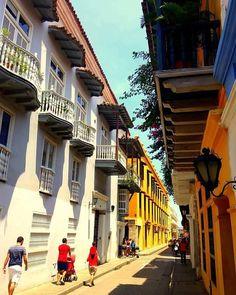 Calle de la Mantilla - Cartagena de indias.   #cartagena #history #streets #colonial #calles #unesco #igerscolombia #ig_colombia #colombia #bbctravel #thisis_theworld #loves_america #loves_colombia #realismomagico #colombia_estrella #colombia_folklore #galeriaCo #worldheritage #micolombiaoficial #travellingthrougtheworld #idcaribe #suramerica #loves_trips #americasplendorosa   #architecturebest #patrimonio #ig_worldclub #architecturelovers #world_besttravel #loves_planet