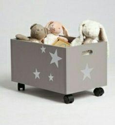 Baúl juguetes con ruedas Diy Toy Storage, Storage Boxes, Baby Bedroom, Girls Bedroom, Bedroom Ideas, Nursery Decor, Room Decor, Baby Furniture, Wooden Crafts