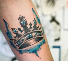 tatuajes de corona para hombres con acuarela