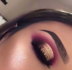 Maquiagem makeup eyeshadow makeup, eye makeup e makeup Makeup Eye Looks, Purple Eye Makeup, Skin Makeup, Eyeshadow Makeup, Eyeshadows, Pink Eyeshadow, Eyeshadow Palette, Red Makeup, Drugstore Makeup