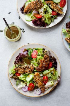 Delicious salad, featuring crispy and juicy chicken, crusted with pumpkin seeds, lots of fresh veggies and pumpkin seed oil-based dressing. Crusted Chicken, Breaded Chicken, Best Salad Recipes, Other Recipes, Chicken Salad, Quick Easy Meals, Yummy Food, Delicious Recipes, Veggies