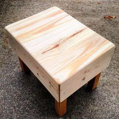 56 latest and fresh diy wood pallet ideas 44 Pallet Projects Diy Garden, Wooden Pallet Projects, Wooden Pallets, Pallet Ideas, Outdoor Projects, Diy Furniture Chair, Diy Pallet Furniture, Reclaimed Wood Benches, Stencil Decor
