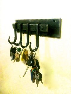 Wall Key Holder Hand Forged by a Blacksmith – Metal Plant Hanger Metal Projects, Metal Crafts, Welding Projects, Diy Projects, Metal Plant Hangers, Wood Router, Wood Lathe, Cnc Router, Horseshoe Crafts