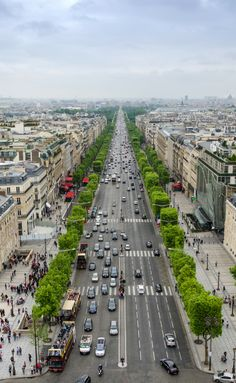 Amazing views of Paris, France! Click through to see 10 things you have to see you first time in Paris!