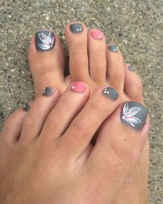 Every part of body needs attention, and one should never neglect feet because that too is to be looked after. Imagine you are all decked up going for a party, b Toe Nail Designs, Nails Design, Toe Nails, Flower Nails, Hair Makeup, Pedicures, Color, Nail Art, Feet Nails