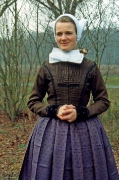 Every Kind Of People, Kinds Of People, Netherlands Country, Folk Costume, Traditional Dresses, Style Icons, Holland, Folk Clothing, Culture