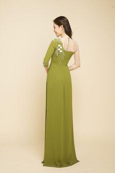 Muslim Fashion, Korean Fashion, Dress Neck Designs, Embroidery Dress, Ao Dai, Frocks, Designer Dresses, Style Me, Fashion Dresses