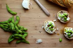 Bread, goat cheese, edamame, balsamic redux: Edamame lunch toasts