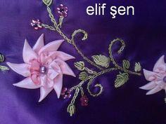 bu çiçeği yapmak istiyorum diyen gelsin:) seccade yapım aşamasında bitince yayınlarım:) kurdeleyi önce içe katlıyoruz sonra birbirine bak...