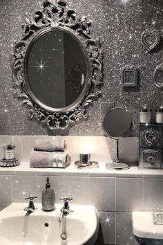 Glitter wall paint – trendy home decorating and accent wall ideas bathroom design in white and s. Glitter Paint Wallpaper, Glitter Paint For Walls, Glitter Paint Living Room, Wallpaper Roll, Sparkle Paint, Glitter Bathroom, Glitter Room, Glitter Home Decor, Silver Glitter