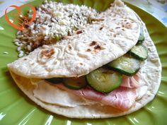 Piadina con zucchine, formaggio spalmabile e prosciutto cotto http://www.cuocaperpassione.it/ricetta/172f1f4c-9f72-6375-b10c-ff0000780917/Piadina_con_zucchine_formaggio_spalmabile_e_prosciutto_cotto