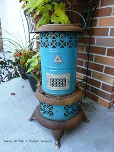 Repurposed vintage heater decor DIY for your front porch. She wraps string lights around a cylinder and wait until you see what she does on her front porch! Upcycled home decorating ideas from thrift store finds. Epoxy, Rattan, Cute Diy, Old Washing Machine, Light Up Canvas, Ikea, Mesh Wreath Tutorial, Diy Blanket Ladder, Old Baskets
