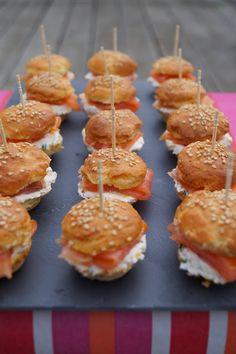 Sandwich recipes 641551909395956185 - Mini burgers au saumon fumé Source by Mini Burgers, Salmon Burgers, Turkey Burgers, Veggie Burgers, Sandwich Buffet, Sandwich Recipes, Tapas, Easy Smoothie Recipes, Profiteroles