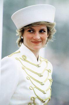 2,394 Princess Diana White Photos and Premium High Res Pictures Princess Kate, Princess Diana Pictures, Princess Diana Family, Princes Diana, Princess Of Wales, Diana Fashion, Look Fashion, Kate Middleton, Aurelie Biderman