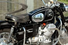 http://images.cyclegarden.com/ImageFolio4_files/gallery/Photos/Moto_Guzzi_Eldorado/aaaeldo4030.jpg