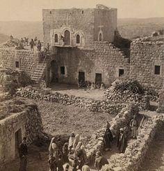 بيت مع علية، رام الله، فلسطين، حوالي ١٩٠٠ House with attic, Ramallah, Palestine, about 1900 Casa con buhardilla, Ramallah, Palestina, alrededor de 1900