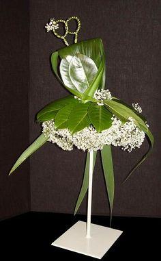 Captivating Choosing Your Wedding Flowers Ideas. Remarkable Choosing Your Wedding Flowers Ideas. Contemporary Flower Arrangements, Creative Flower Arrangements, White Flower Arrangements, Ikebana Flower Arrangement, Arte Floral, Deco Floral, Flower Show, Flower Art, Fleur Design