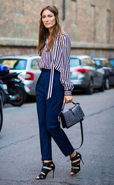 Pair tailored pants with a striped blouse and textured handbag for an office look that's sure to stand out Street Style Chic, Looks Street Style, Looks Style, My Style, Work Fashion, Fashion Week, Womens Fashion, Work Wardrobe, Winter Wardrobe