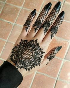 Mehndi henna designs are always searchable by Pakistani women and girls. Women, girls and also kids apply henna on their hands, feet and also on neck to look more gorgeous and traditional. Finger Henna Designs, Henna Art Designs, Mehndi Designs For Girls, Mehndi Designs For Fingers, Mehndi Design Photos, Unique Mehndi Designs, Latest Mehndi Designs, Beautiful Henna Designs, Beautiful Mehndi