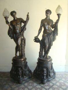 S. Keliam, Imponente e Magnífico par de Esculturas/Luminárias Déc. de 20 em bronze assinado, represe