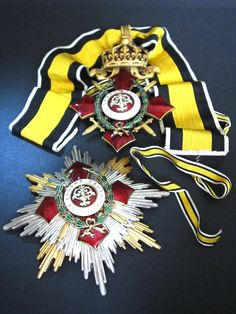 Bulgarian Royal order for Military Merit – Grand Cross / 1st Class neck badge and breast star set with war decoration green wreath awarded only for extreme courage during combat. The Cross has its original neck ribbon, but was also intended for to be attached to a sash. This is the earliest King Ferdinand I issue of the Military Merit order Grand Cross. Most likely awarded during the Balkan wars with Turkey, Serbia / Yugoslavia, Greece and Romania 1912-1913 or right at the start of WWI in…