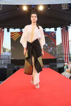 Rumunská móda pod Urpínom - Izabela Mandoiu in Slovakia   - Modern Traditional costume Ramones, Sari, Gallery, Fashion, Saree, Moda, Roof Rack, Fashion Styles, Fashion Illustrations