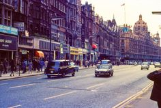 [Photography] Vintage Color Photos of London in 1973 Vintage London, Old London, Berlin, Miss Teen Usa, Bronx Zoo, London History, Historical Pictures, Tour Eiffel, Big Ben London