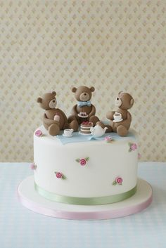 #CakeDecorating Model perfect teddy #toppers and a mini picnic! Teddy Bears' Picnic Cake #Issue34