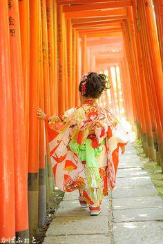 Japanese Babies, Cute Japanese, Japanese Fabric, Japanese Kimono, Geisha Japan, Kimono Japan, Traditional Kimono, Japanese Landscape, Vogue Japan